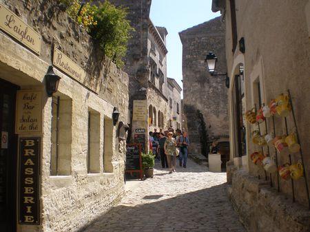Villages de provence st r my provence les baux eygali res mouri s - Rue kennedy salon de provence ...