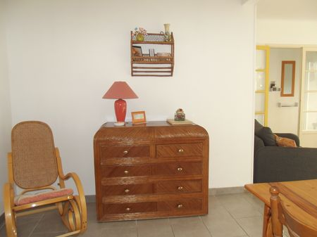 commode et rocking chair